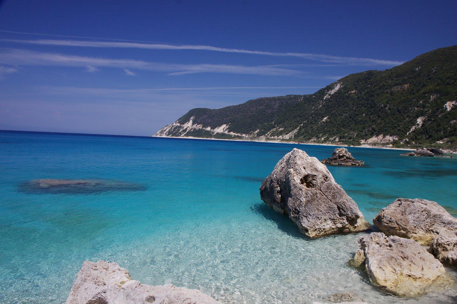 lefkada-beaches-agios-nikitas-beach-rocks