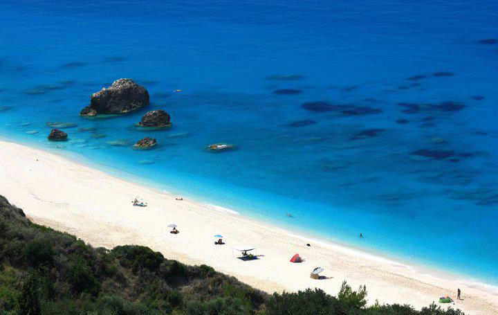 lefkada-beaches-megali-petraa-beach-up