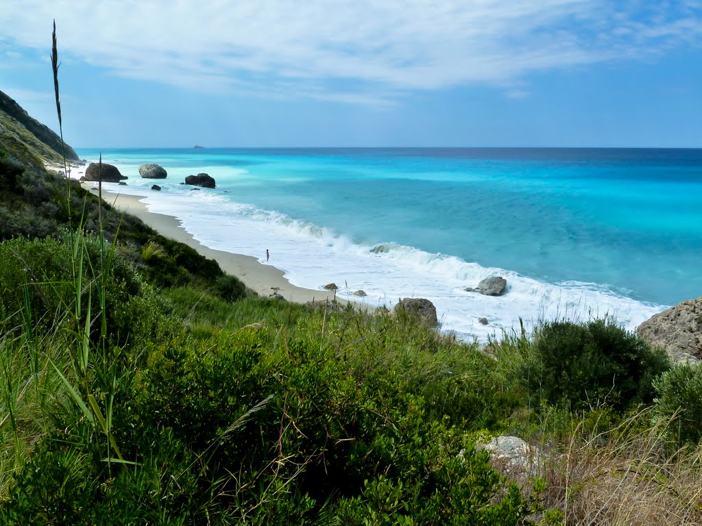 lefkada-beaches-megali-petraa-beach-waves