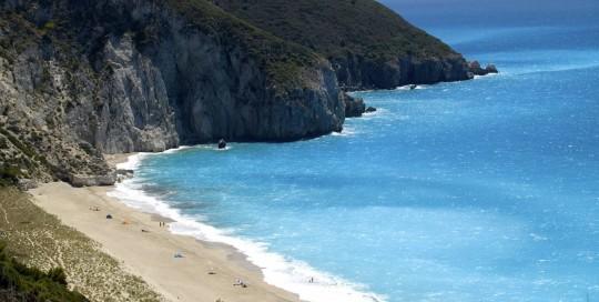 lefkada-beaches-milos-center
