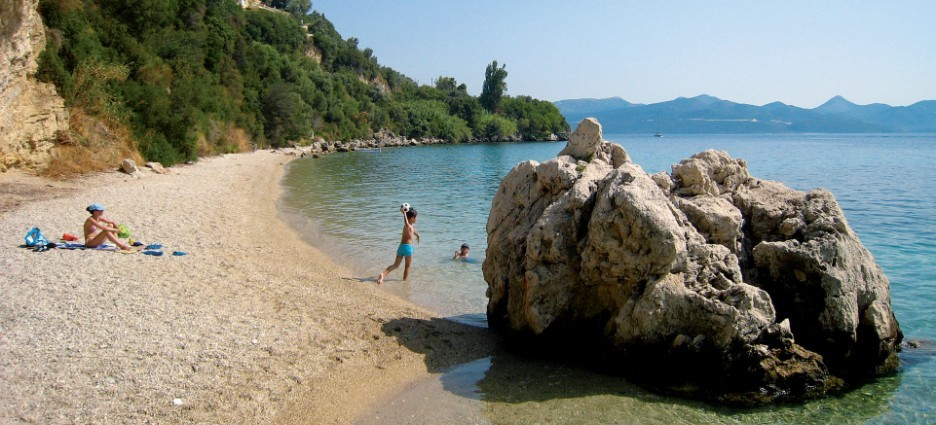 lefkada-beaches-pasas-beach-kid