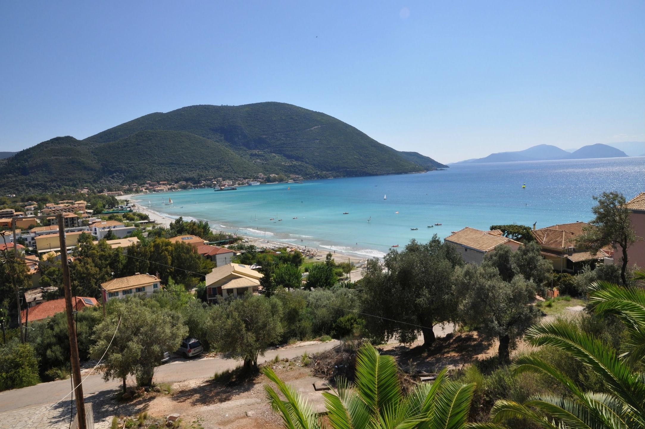 lefkada-beaches-vassiliki-beach-left