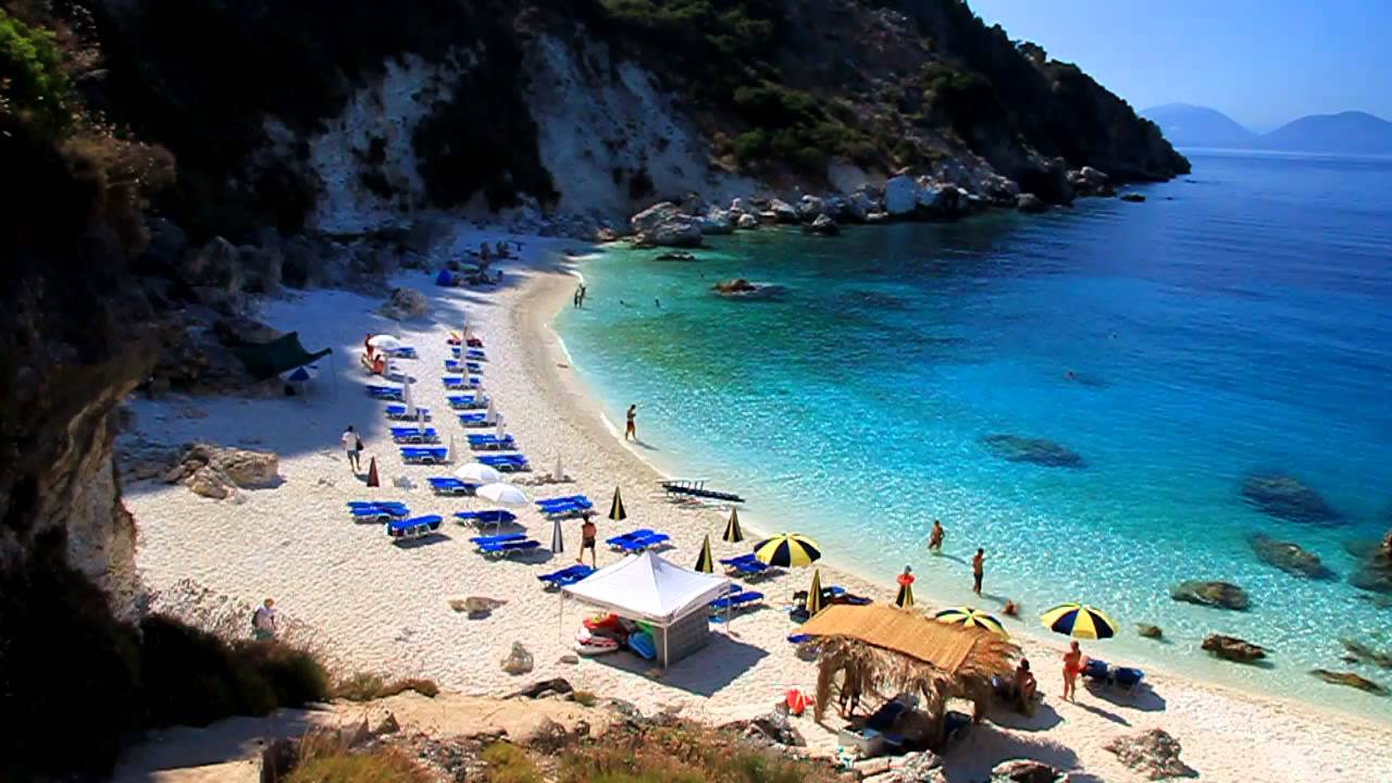 Lefkada-beaches-agiofili-beach-shops